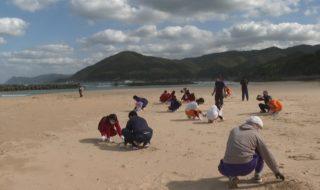 修正①1023鳴き砂の浜を清掃_10011113